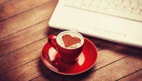 Prendre son destin en main : comment trouver l'amour en ligne ?